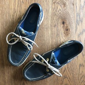 Sperry Top-Sider Boat Shoes in Navy and Plaid 5.5
